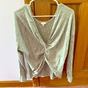 Long sleeve v neck sweater with middle opening